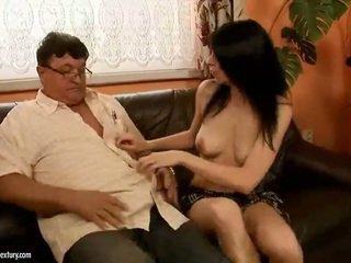 Glücklich großvater fucks heiß mädchen