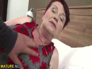 To titted tóc rậm bà nội gets banged cứng