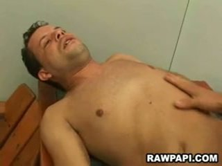 Homo barebacking con yummy sborra unloading