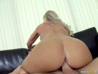 Extraordinary busty cô gái tóc vàng sweetheart britney brooks acquires cô ấy đối mặt và tits fucked lược
