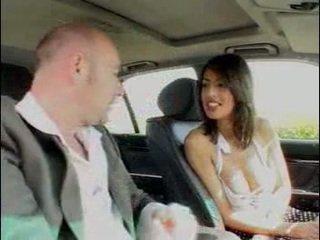 Mobil hubungan intim dengan seksi itali perempuan