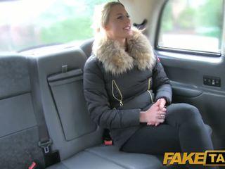 Fake taxi جنسي هولندي minx tries الشرجي في taxi