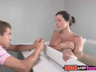 Masturbation infront de votre chaud sexy mère