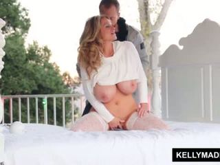Kelly madison sundown stroking บน the patio <span class=duration>- 11 min</span>