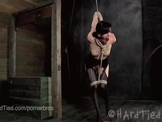 Elise graves er ravaged i rope binding