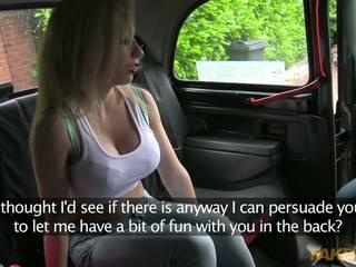 Hure ist bereit bis zahlen sie taxi driver mit sie süß körper