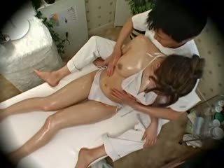 Spycam moda modella seduced da masseur 1