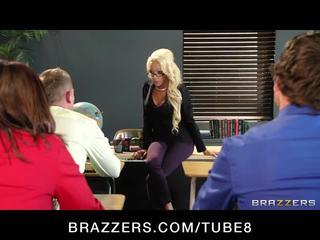Besar dada rambut pirang guru gets taught sebuah lesson di hubungan intim