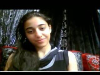 Χαριτωμένο ινδικό έφηβος/η shows αυτήν στενός/ή μουνί επί web κάμερα