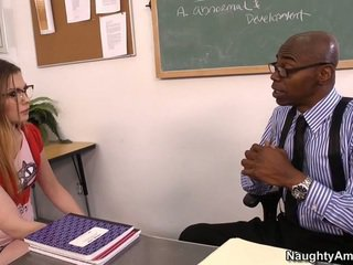 Discussing 그녀의 grades
