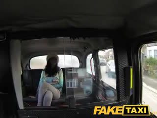 Faketaxi 角質 stunner enjoys 肛門 性別