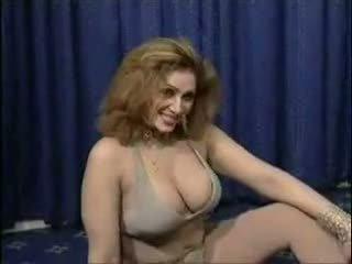 Pakistani bigboobs aunty mudo dance in her ariani