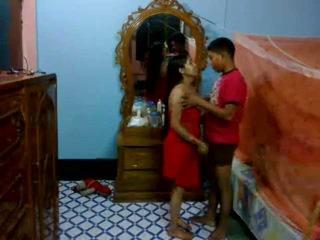 Honeymoon indiyano pair sa their silid