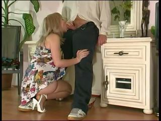 Руски възрастни майната с а guy, безплатно чорапогащник порно видео 36