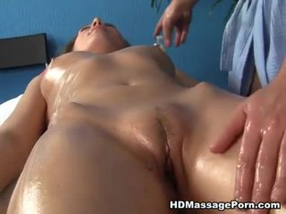Blonde mégère enjoys sexy massage session