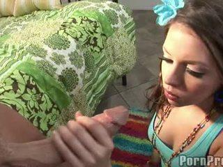 Wang dławienie floozy missy kamień receives jej usta spooned na zewnątrz przez a destructive ramdong