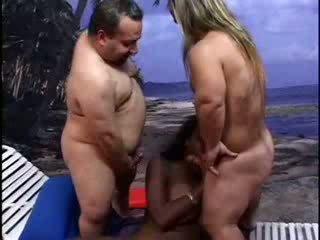 גמד lifeguards להעניש אבוני גברת וידאו