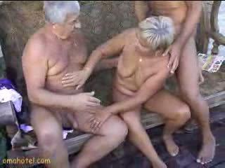 Sexy bunicuta giving muie video