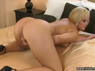 Hawt golden haired alexis texas finger fucks sie eng muschi