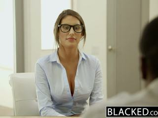 Blacked august ames gets an 異人種間の クリームパイ