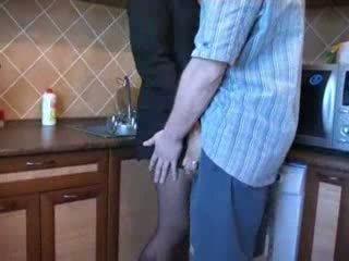 Caldi mamma scopata in cucina dopo suo husbands funeral video