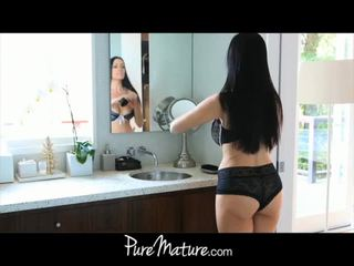 Puremature äiti takes 12-inch kukko