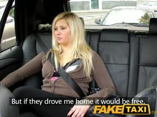 Faketaxi fittor dripping över stor thick kuk