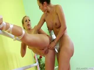 Two ballerina are doing alcuni lesbica strap-on anale scopata