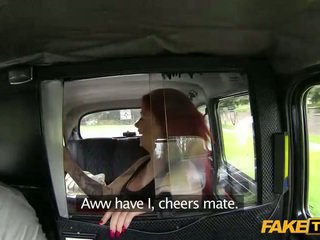 Zvrátené červenovlasé creampie jizzed v a taxi