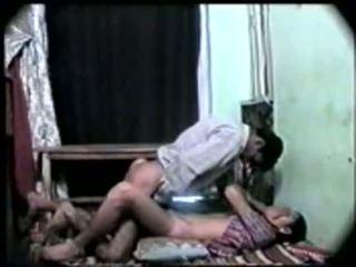 Desi индийски момиче първи време секс с тя boyfriend-on камера