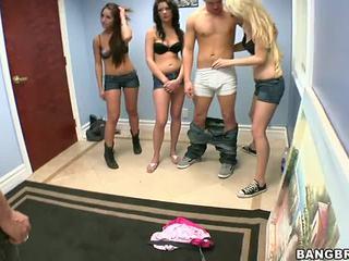 3 guys jeden dívka porno