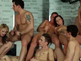Bisexuell orgie cumshots