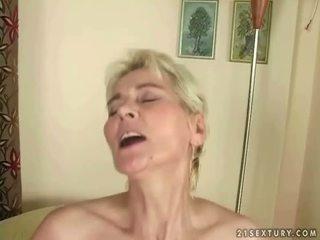 Chlapec fucks horký babičky
