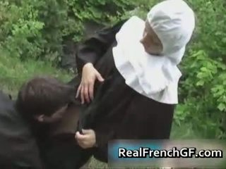 Slutty 法國人 尼姑 性交 外 色情