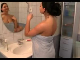 كبير الثدي في ال bath