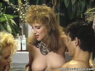 Sensuous τρία μερικοί shag σε τζακούζι