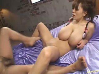 Hitomi tanaka asiatique milf has sexy grand nichons