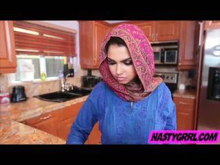 Hijabi mädchen ada has bis saugen schwanz und obey
