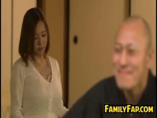 角質 妻子 loves 步 父親