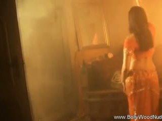 ruskeaverikkö, alasti, solo girl