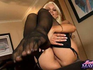 Monica mayhem acquires тя ръце busy working на тя trickling горещ путка