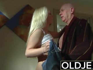 Збуджена ранок секс старий молодий порно подруга gets трахкав