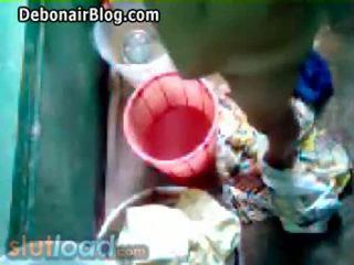 Bengali แม่ bath captured โดย บุตรชาย (real)