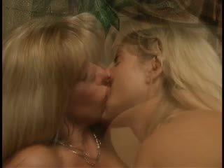 cumshots, lesbietes, trijatā