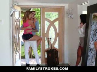 Familystrokes - كلية bro cums منزل إلى أقرن sis <span class=duration>- 10 min</span>