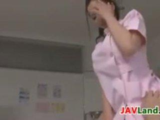 Lepo japonsko medicinska sestra plays s a tič