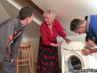 Gammel widow services two repairmen