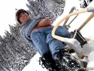 Miela oustanding krūtys vidus the snow