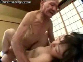 Zlý japonské školáčka fucked podľa starý fart