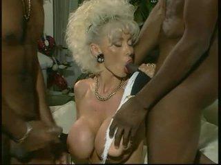 Dolly buster - แม่ผมอยากเอาคนแก่ ระยำ โดย 2 ดำ guys